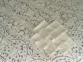Madeira Tablecloth With Twelve Napkins