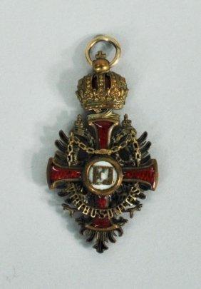 Austrian WWI Enamel & Gilt Bronze Military Medal