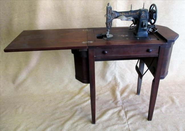 Martha Washington Sewing Cabinet W Sewing Machine Lot 199