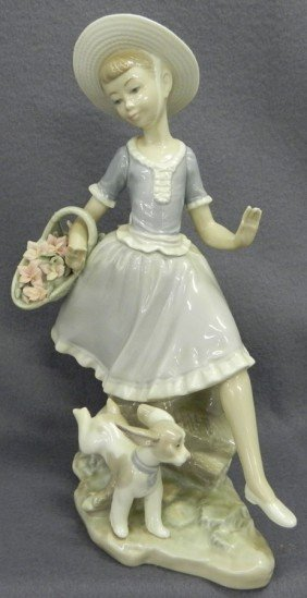 "Lladro ""Country Lass"" Figurine."