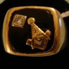 10K Yellow Gold Masonic Ring W/ Diamond. Size