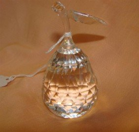 Signed Swarovski Crystal Pear. Auction Estima