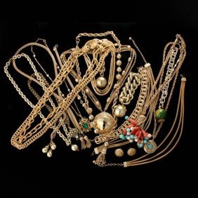 TWENTY GOLD TONE COSTUME JEWELRY ITEMS.