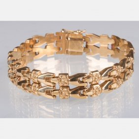 A 14kt. Yellow Gold Bracelet.
