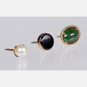 An 18kt. Yellow Gold And Jade Tie Pin,