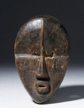 Very Fine Dan/bassa Carved Wood Passport Maskette