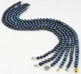 A GROUP OF SIX TAHITIAN CULTURED PEARL NECKLACES Good C