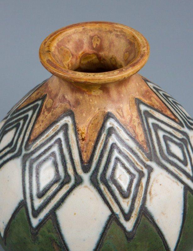Quimper odetta art deco vase enamel stoneware lot 37093 for Decoration maison quimper