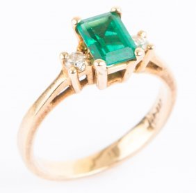 Ladies 14k Yellow Gold Emerald & Diamond Ring