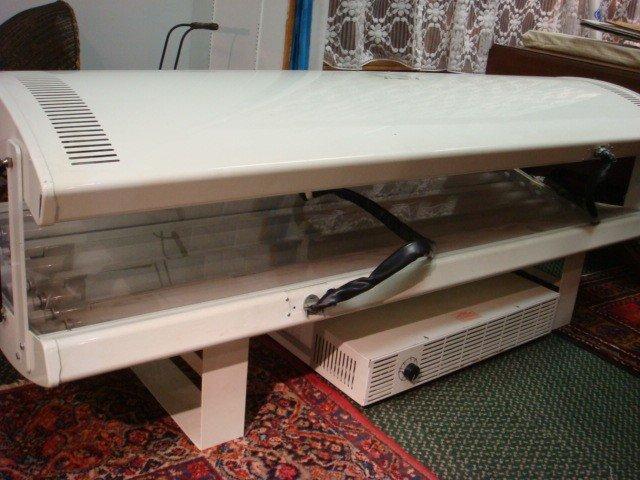 243 Suntana 16 Bulb Tanning Bed Lot 243