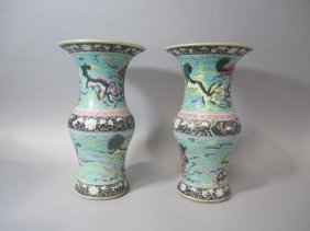 H28-10  PAIR OF QUIAN LONG STYLE PORCELAIN VASES