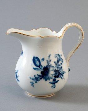 Milchk�nnchen, Meissen, Blaue Blume Mit Goldstaffage