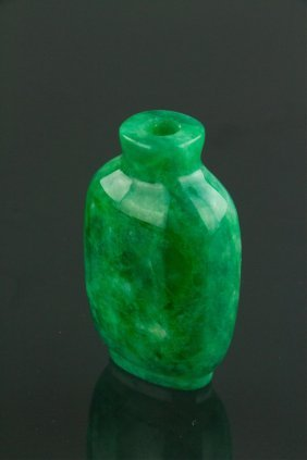 Chinese Qing Fine Apple Green Jade Snuff Bottle
