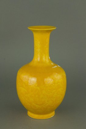 Imperial Yellow Ground Porcelain Vase Jiaqing Mark