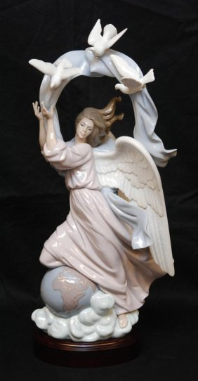 LLADRO PORCELAIN VISION OF PEACE FIGURINE 1803