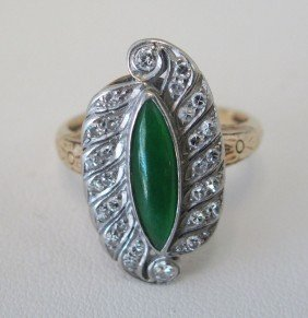 CHINESE ART DECO STYLE JADE RING, 14KT Estimate 250