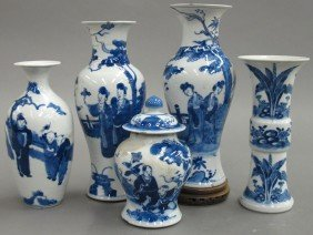 LOT OF (5) BLUE AND WHIE CHINESE PORCELAIN Rest