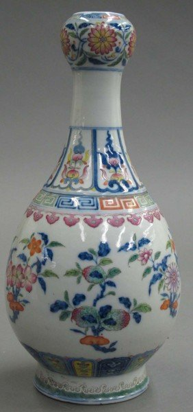 CHINESE PORCELAIN VASE Circa Early 20th Century