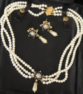 Diamond, Sapphire And Pearl Set