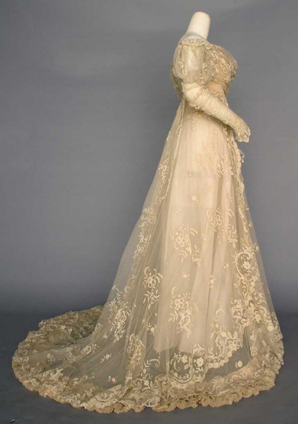 Lace wedding gown paris c 1910 lot 178 for Vintage wedding dresses paris