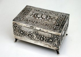 A LARGE SILVER ETROG BOX. Germany, C. 1920.