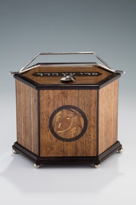 A Magnificent Etrog Box By Lorelei Gruss. New York,