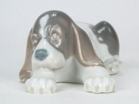 "LLADRO PORCELAIN FIGURINE ""BEAGLE PUPPY LAYING"
