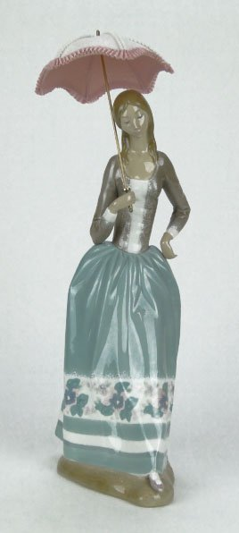 "LLADRO PORCELAIN FIGURINE ""WOMAN WITH UMBRELLA"""