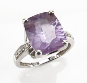 14 Karat White Gold And Light Amethyst Gemstone Ring.