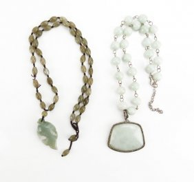 Chinese Jade Beaded Necklace With Fish Pendant,