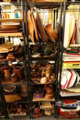 5 Shelves Wood Incl Trays, Cups, Bowls, And Horn.