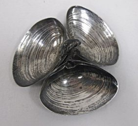 Wallace Sterling Silver 3 Clam Shell Dish, 2 Troyoz.