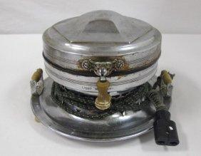 Vintage Universal Waffle Iron #e7234, Ca1920