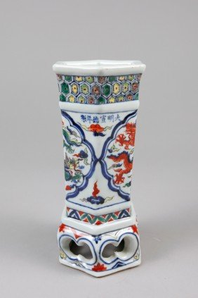 CHINESE WU CAI HEXAGON VASE