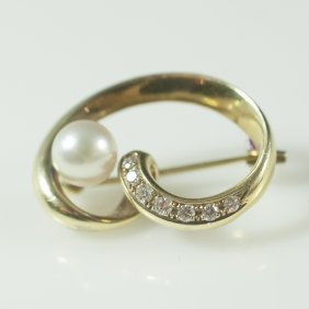 Mikimoto 18kt Gold & Pearl & Diamond Brooch