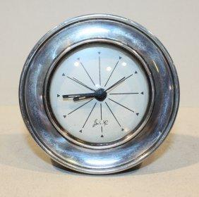 Pendulette De Table En Argent. P : 140 G