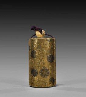 ANTIQUE SEVEN-CASE GOLD LACQUER INRO