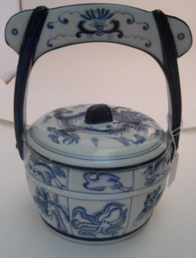 BLUE /WHITE CHINESE COVERED VASE/HANDLE
