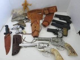 VINTAGE TOY GUNS /GUN HOLSTERS/KNIFE LOT
