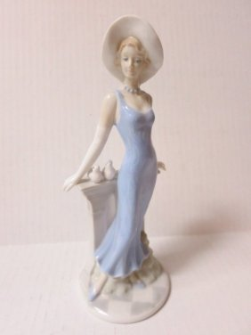 LLADRO STYLE, PORCELAIN, GIRL IN BLUE WITH DOVES