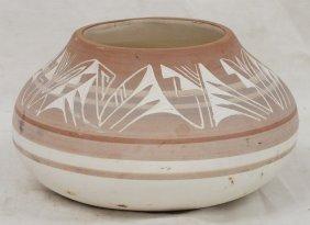 Navajo Mesa Verde Vase, Signed D. Lee