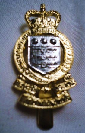 BRITISH MILITARY HAT BADGE