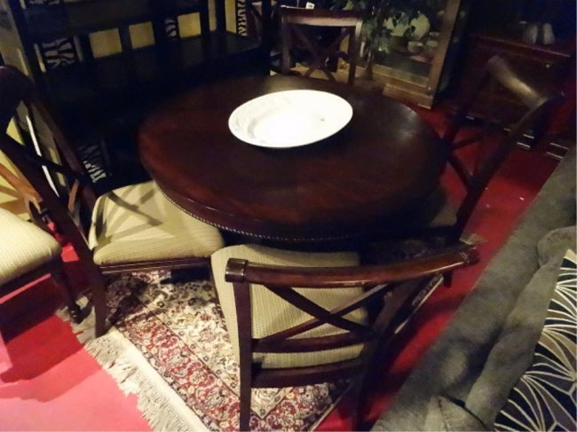 TRANSITIONAL ROUND DINING TABLE PINEAPPLE PEDESTAL Lot 62C