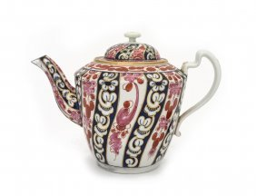 A Large Worcester €œqueen Charlotte€ Pattern Tea Pot