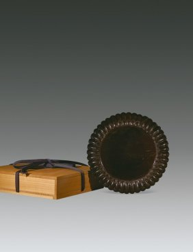 A Black Lacquer Wood Chrysanthemum Dish