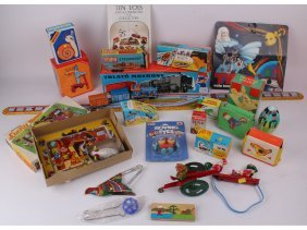 A Mixed Quantity Of Vintage Tin Plate Toys Includin