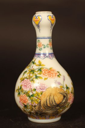 Chinese Vase With Arts Of Birds Nest