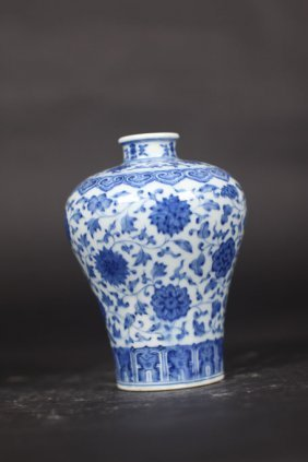Qing Dynasty Vase With Art Work Of Flower