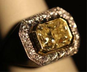 18kyg 3.5 Carat Fancy Light Yellow Diamond Ring