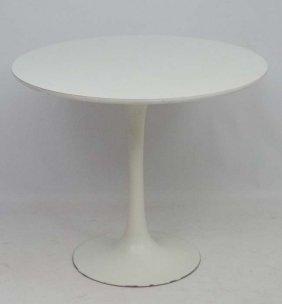 Vintage Retro : An Eero Saarinen (1910-1961) White